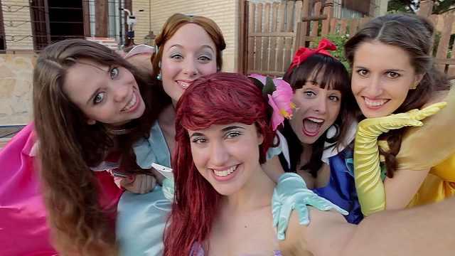 迪士尼公主团出道单曲《我要手机》