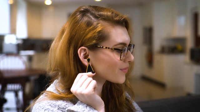 用耳环来接电话,手机以后会淘汰吗