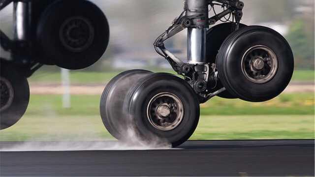 飞机着陆时为什么是后排轮胎先着地