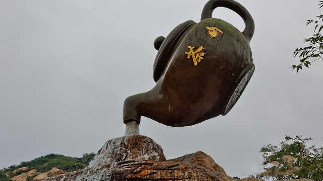 大街上悬浮的茶壶是怎么做到的?