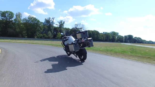 宝马研发自动驾驶摩托车