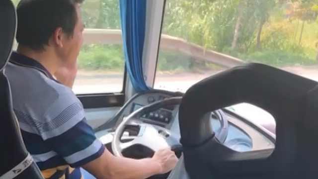 客车司机开车打电话被罚:就接了3秒