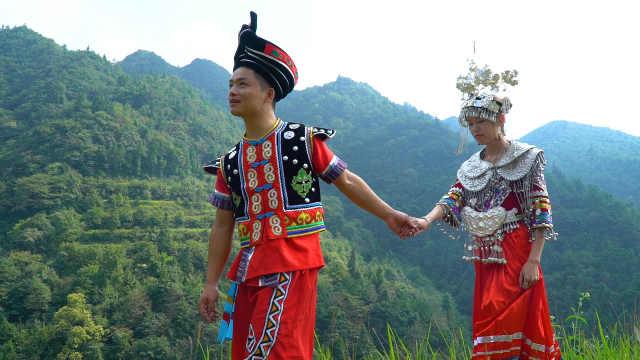 侗族小伙当众求婚,新娘美极了