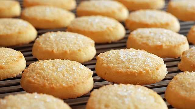 学生用祖母骨灰烤饼干,分给同学吃