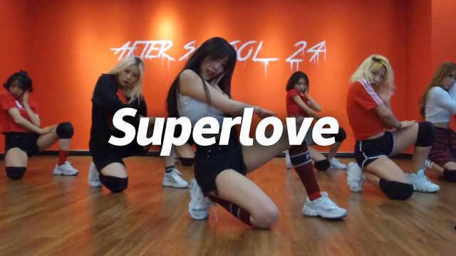 赵婧彤翻跳《Superlove 》