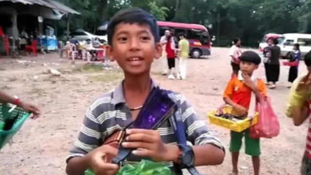柬埔寨14岁男孩能说9国语言
