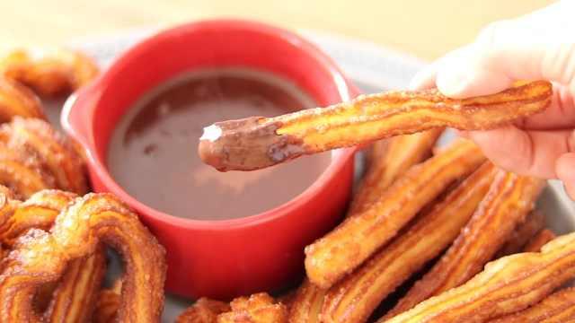 外酥里嫩的小油条,配香浓巧克力酱