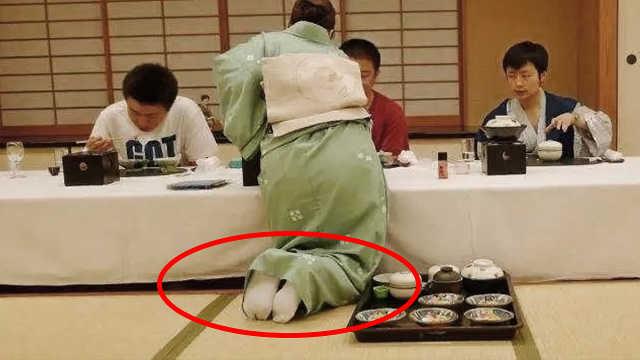 日本人一进门就脱鞋,脚臭怎么办?