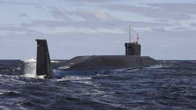 潜艇真是靠注水排水实现浮潜的吗?