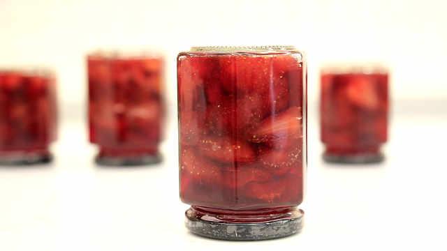 果酱女王的经典配方:大块草莓果酱