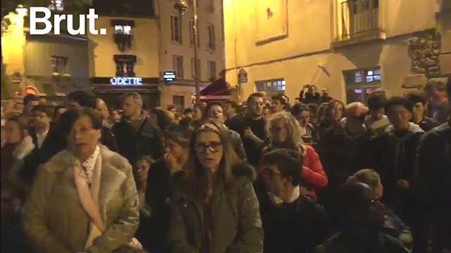 巴黎圣母院被烧毁,民众唱起挽歌