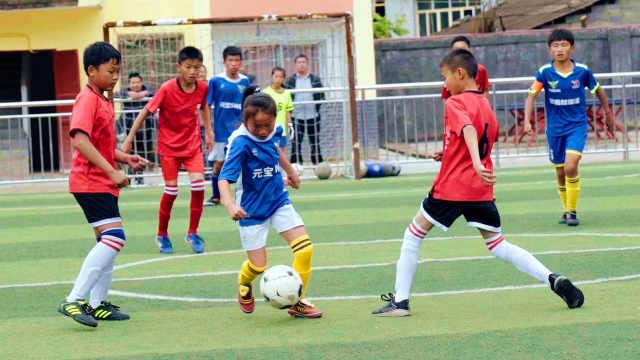 语文老师支教14年,带出冠军足球队