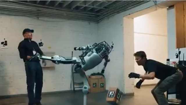 机器人遭折磨后反击人类?假的!