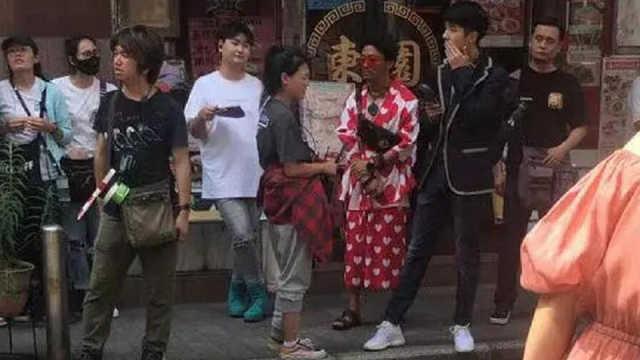 王宝强穿花裙子?是与刘昊然拍戏