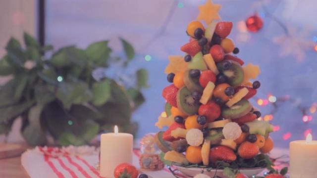 色彩缤纷的星空水果圣诞树