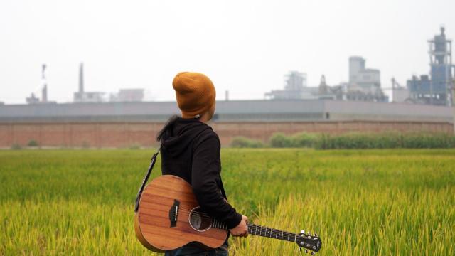 音乐短片:污染村庄响起摇滚乐