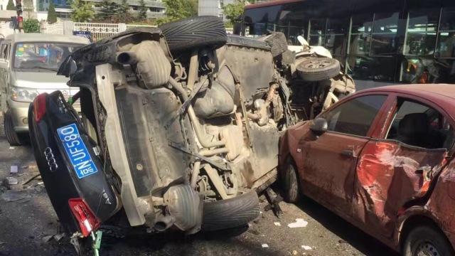 警方:7车事故肇事车主非北京官员