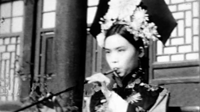 末代皇后穿旗袍的样子,你见过吗?