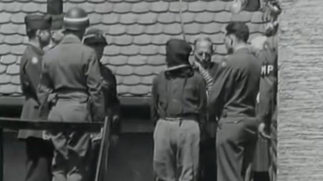 纳粹战犯被执行绞刑真实影像