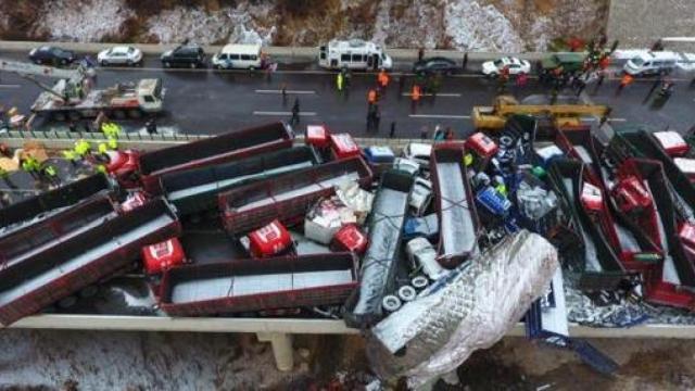 4死40伤!京昆高速平阳段37车连环撞
