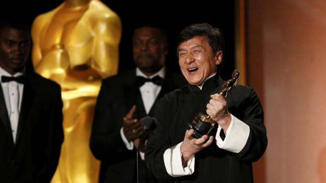 成龙回忆奥斯卡颁奖:就我没提词器
