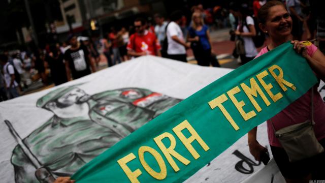 巴西民众游行抗议,反宪法修正案