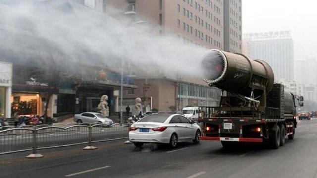 雾炮车在搞心理按摩,不是治雾霾