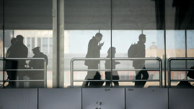 诈骗新套路:扮铁路职工让旅客补票