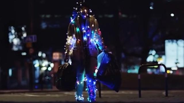 寒冬里,这条圣诞广告看哭了无数人