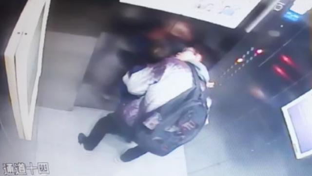 男子电梯内对着男童自慰?警方核查