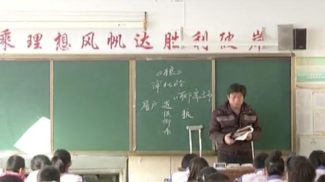 韧带断了3根,他拄拐为学生上课