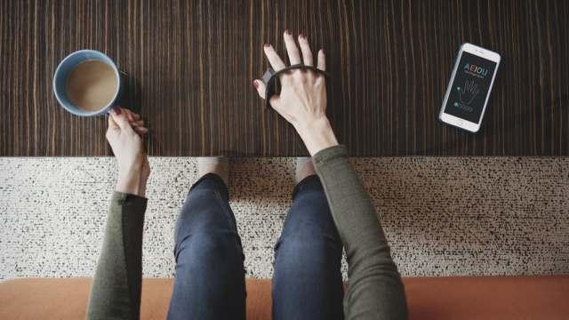 全新输入体验,戴在手上的指环键盘