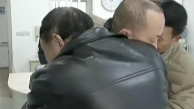 负气出走的他,见到父亲时哭成泪人