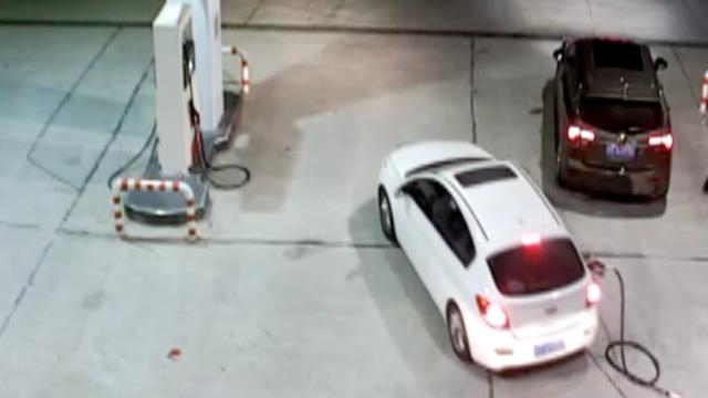 监拍:油枪还插着,司机竟开车走了