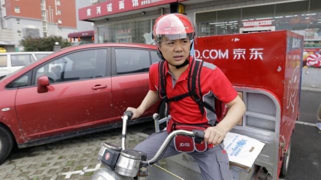 快递员撕刘强东:京东一半是我们送的