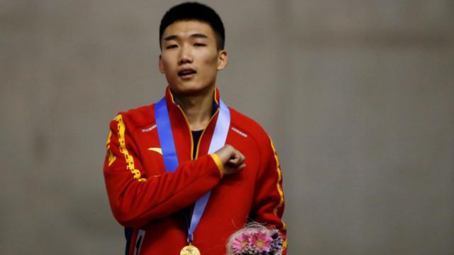 风驰电掣!中国速滑小将破纪录夺冠