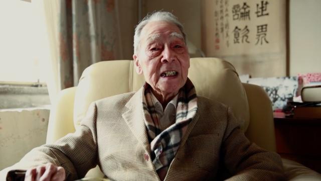 96岁许渊冲,患癌后仍译到凌晨三点