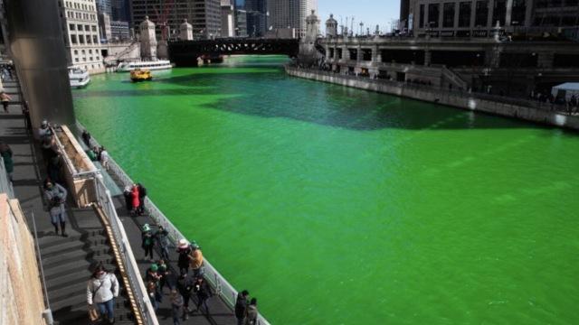 为了过节,芝加哥竟然把河流染绿了