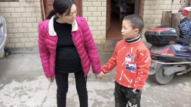 为给儿配骨髓,母亲6年怀6胎引产4次