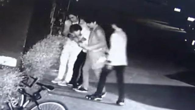 老乡酒后撕打还动刀,14岁男孩坠亡