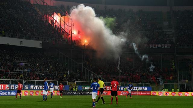 烟雾弥漫,世预赛一度中断9分钟