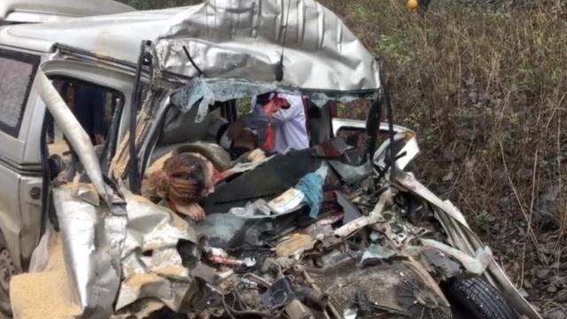 惨!货车撞面包车,两人当场身亡