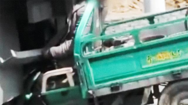 惨!三轮追尾大卡车,司机卡脖身亡