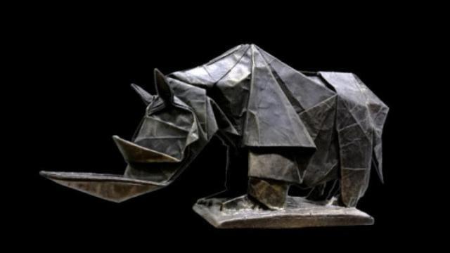 惊艳!他用一张纸折出世界最大犀牛
