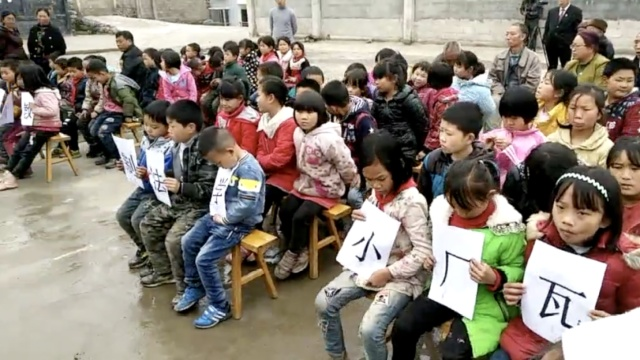 8旬老汉告7子女不赡养,小学生旁听