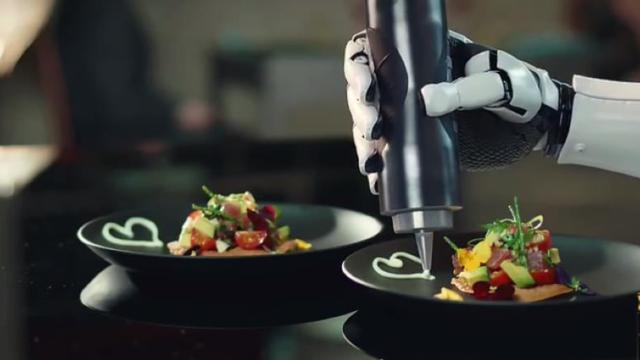 机器人做菜?老外还嫌菜不难吃吗?