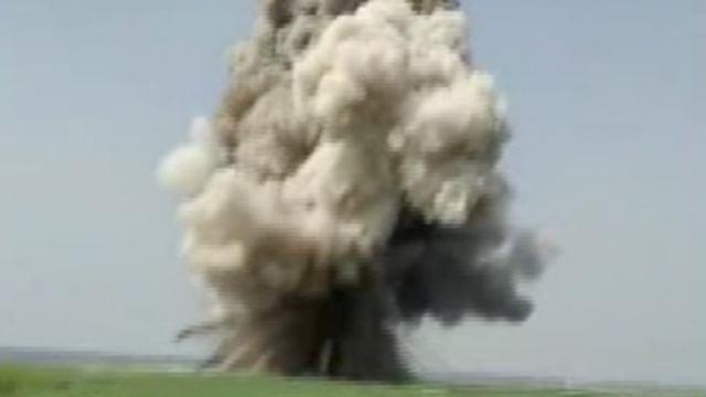 实拍:500公斤航弹被引爆,土飞扬