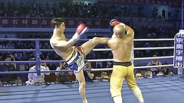 武僧一龙KO日本拳手,扫腿霸气侧漏