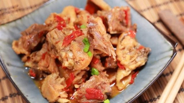 鲜香微辣的剁椒鸡块,一口赛神仙!