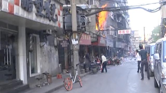 煤气泄露引爆炸,市民:好大的火啊